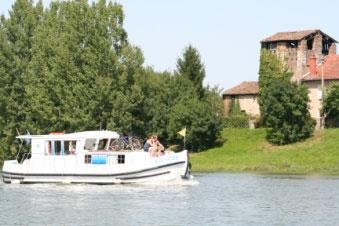 Location de bateaux habitables, balade commentée, croisière à la journée sur la Saône & la Seille.